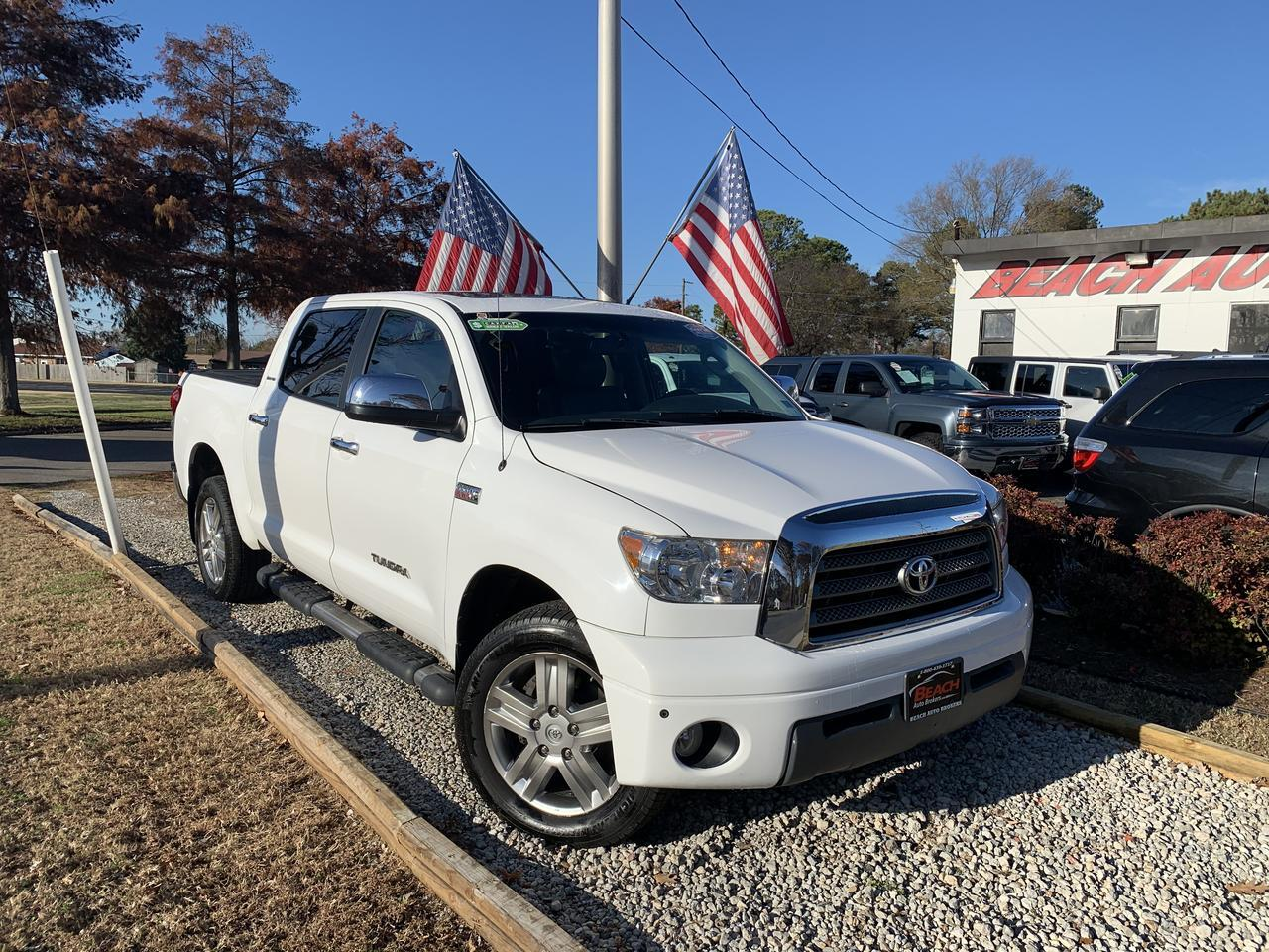 2008 TOYOTA TUNDRA LIMITED CREW MAX 4X4, WARRANTY, LEATHER, NAV, SUNROOF, BACKUP CAM, HEATED FRONT SEATS!