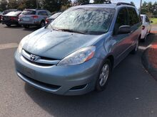 2008_Toyota_Sienna_LE_ East Windsor CT