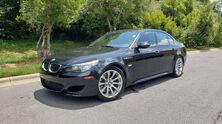 BMW M5 V10 SEDAN / NAV / PREM SOUND / SUNROOF / HEADS-UP 2009