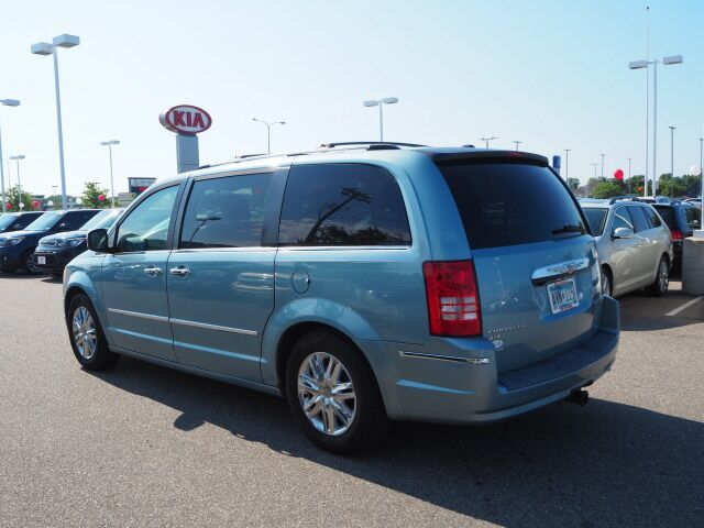 2009 Chrysler Town & Country Limited St. Cloud MN