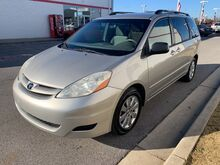 2009_Toyota_Sienna_LE_ Decatur AL