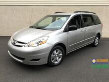 2009_Toyota_Sienna_LE_ Feasterville PA