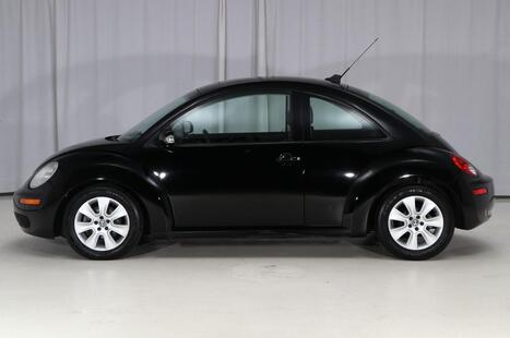 2009_Volkswagen_New Beetle Coupe_S_ West Chester PA