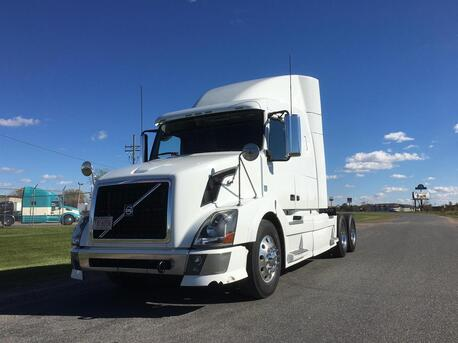 2009_Volvo_VNL64T630_Mid Roof_ Eau Claire MN