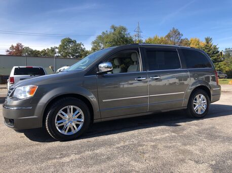 2010_CHRYSLER_TOWN & COUNTRY_LIMITED_ Toledo OH