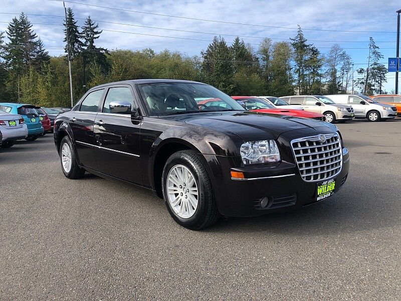 2010 Chrysler 300 4d Sedan Touring