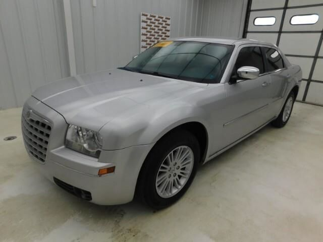 2010 Chrysler 300 4dr Sdn Touring RWD Topeka KS