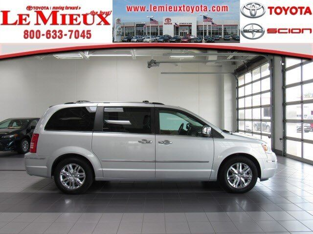 2010 Chrysler Town & Country Limited Green Bay WI