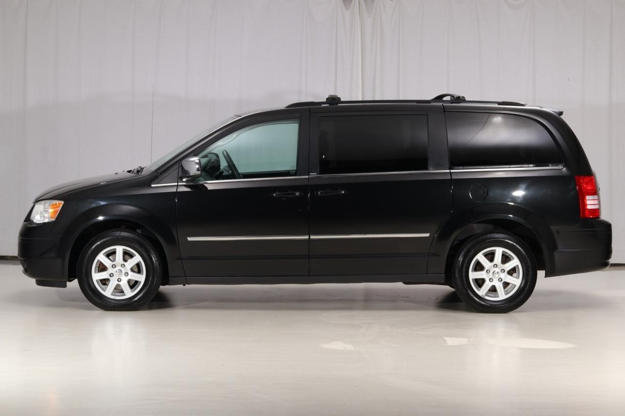 2010 Chrysler Town & Country Touring 1-Owner West Chester PA