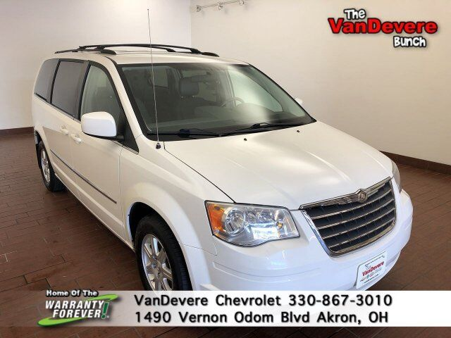 2010 Chrysler Town & Country Touring Akron OH