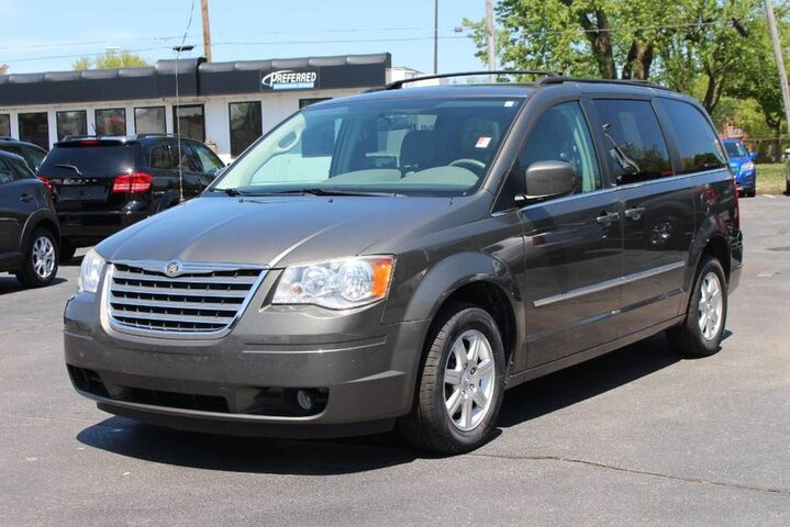 2010 Chrysler Town & Country Touring Fort Wayne Auburn and Kendallville IN