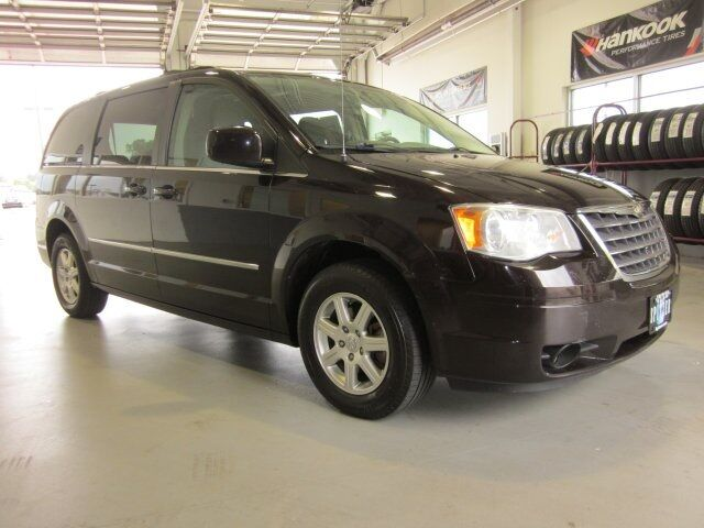2010 Chrysler Town & Country Touring Sheffield OH
