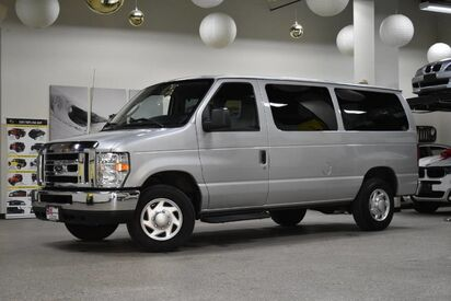 2010_Ford_Econoline_E-350 XLT 12 Passenger_ Boston MA