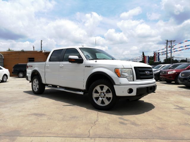 2010_Ford_F-150_Lariat SuperCrew 5.5-ft. Bed 4WD_ San Antonio TX