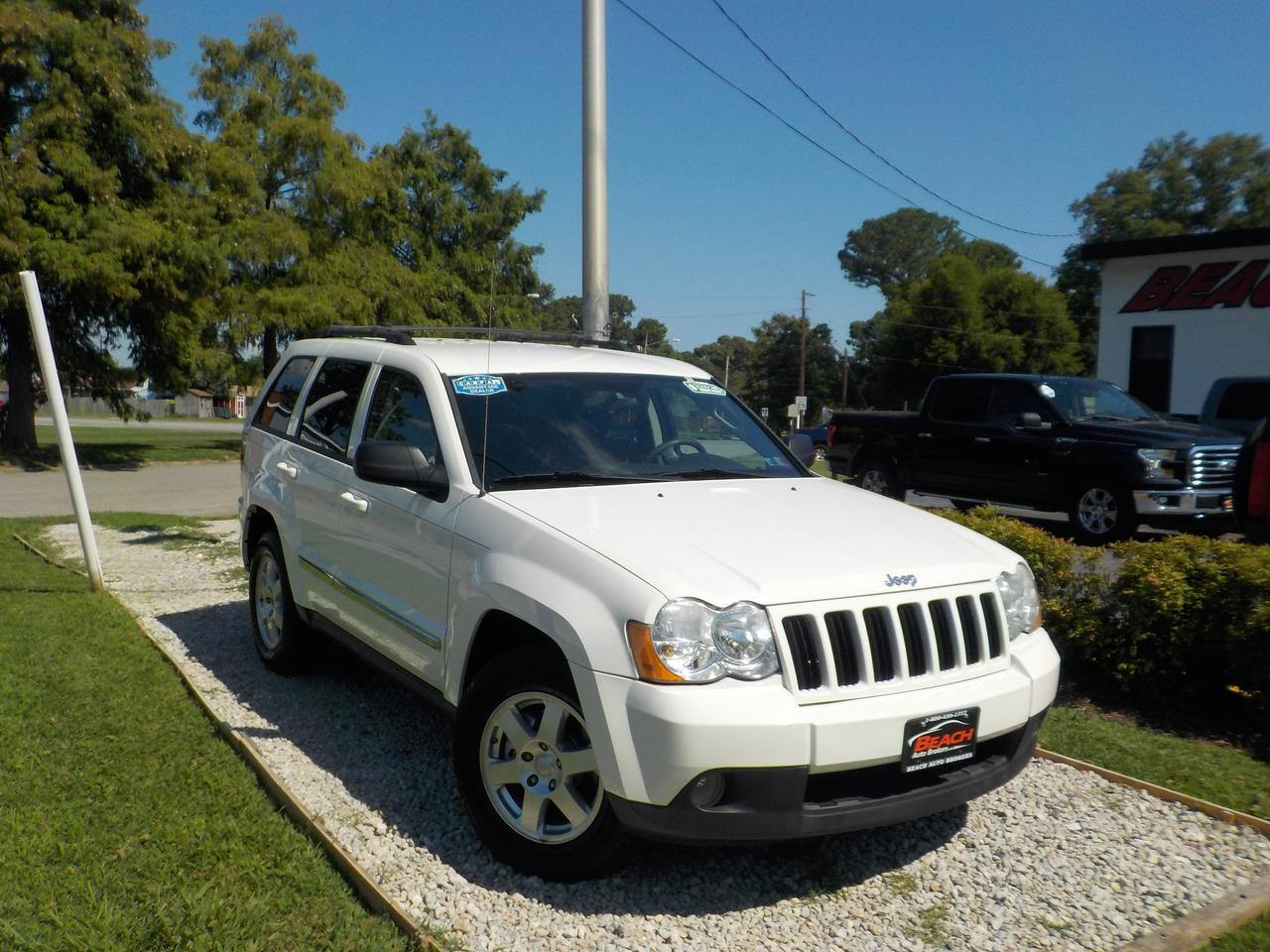 2010 JEEP GRAND CHEROKEE LAREDO 4X4, WARRANTY, POWER DRIVERS SEAT, TOW PKG, ROOF RACKS, PARKING SENSORS, UCONNECT, 1 OWNER!