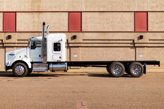 2010 Kenworth T-800 Tractor Sleeper Cab & Chassis Red Deer AB