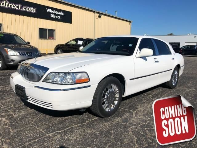 2010 LINCOLN Town Car 4dr Sdn Signature Limited Topeka KS