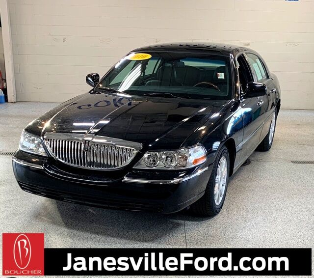 2010 Lincoln Town Car Signature