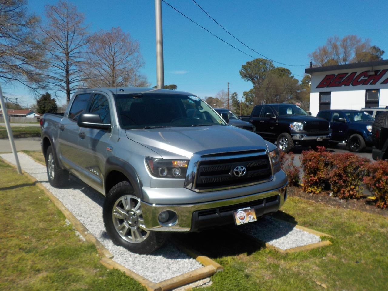 2010 TOYOTA TUNDRA SR5 CREWMAX 4X4, WARRANTY, TOW PKG, PARKING SENSORS, SAT RADIO, THEFT RECOVERY, BED LINER,AUX PORT!
