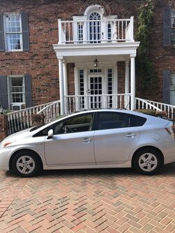 2010_Toyota_Prius_V 1-OWNER top of the line. LEATHER SUN-ROOF NAVI, SOLAR PANEL, BACK-UP CAMERA, BLUE TOOTH. LIKE NEW CONDITION_ Arlington TX