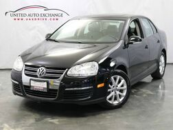 2010_Volkswagen_Jetta Sedan_Limited / 2.5L 170hp 5-Cyl Engine / FWD / Power Sunroof / Blueto_ Addison IL