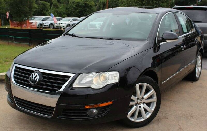 2010 Volkswagen Passat w/ LEATHER SEATS & SUNROOF