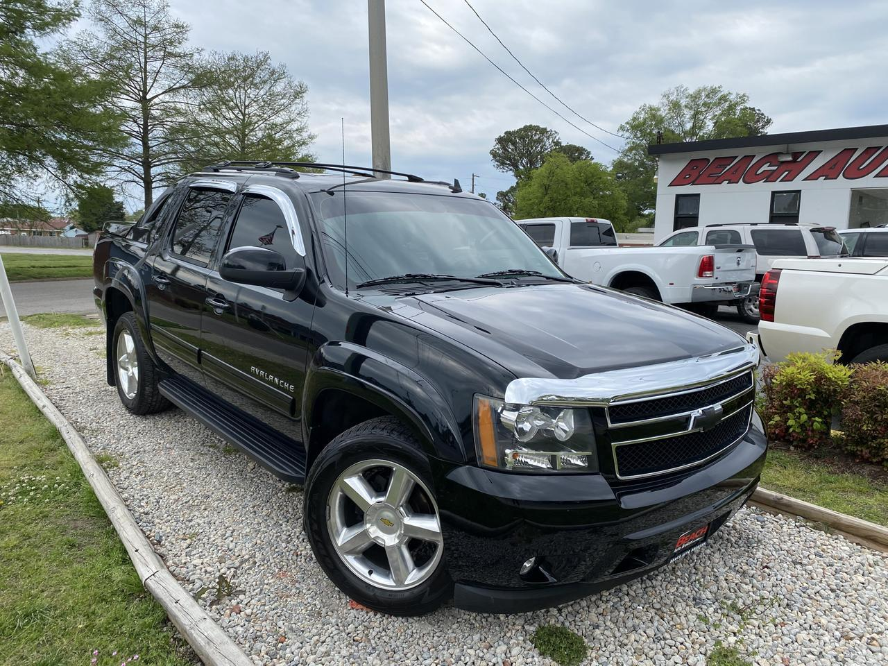 2011 CHEVROLET AVALANCHE LT CREW CAB 4X4, WARRANTY, LEATHER, HEATED SEATS, SUNROOF, BACKUP CAM, CLEAN CARFAX! Norfolk VA