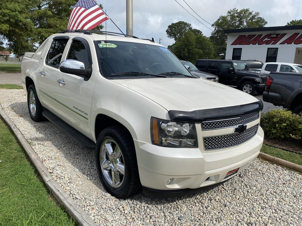 2011 CHEVROLET AVALANCHE LTZ CREW CAB 4X4, WARRANTY, LEATHER, NAV, SUNROOF, HEATED/COOLED SEATS, BACKUP CAM, CLEAN CARFAX! Norfolk VA