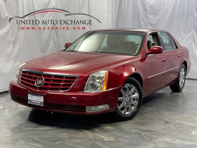 2011 Cadillac DTS Premium Collection / 4.6L V8 Engine Northstar Engine / FWD / Sunroof / Navigation / BOSE Sound System / Heated + Cooled Front Seats / Parking Sensors Addison IL