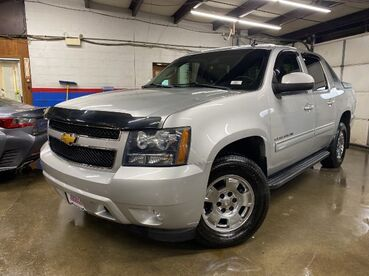 2011_Chevrolet_Avalanche_LT_ Worcester MA