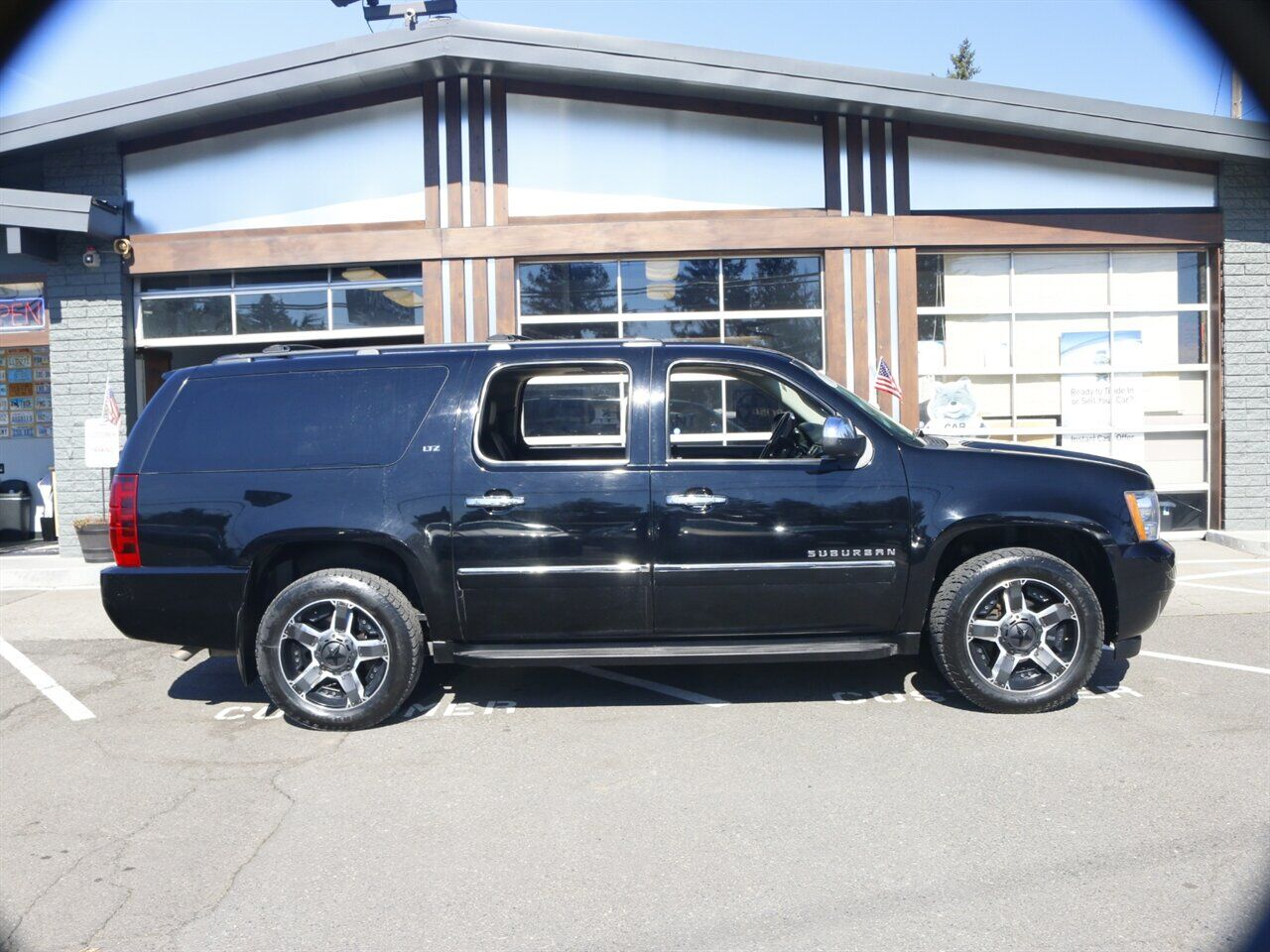 2011 Chevrolet Suburban LTZ 1500 / 4X4 / 3RD ROW / NAVI / DVD Beaverton OR