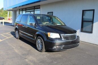 2011_Chrysler_Town & Country_Limited_ Cape Girardeau