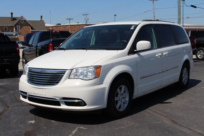 2011 Chrysler Town & Country Touring Fort Wayne Auburn and Kendallville IN