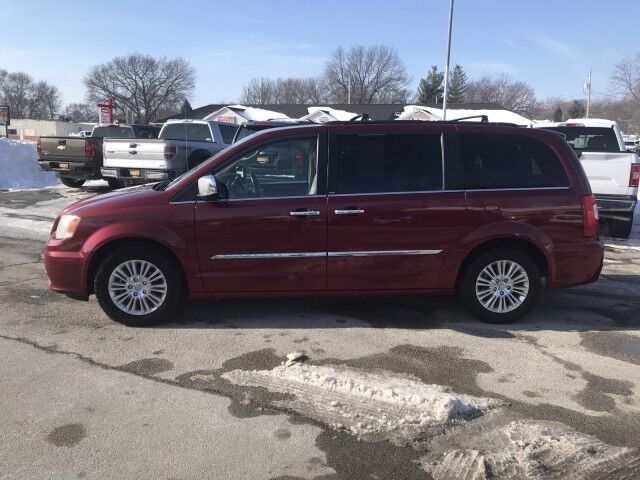 2011 Chrysler Town & Country Touring-L Glenwood IA