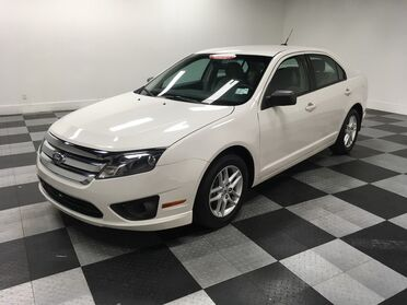 2011_Ford_Fusion_S_ Chattanooga TN