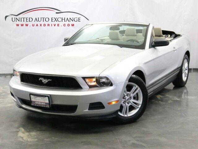 2011 Ford Mustang CONVERTIBLE V6 Premium / 3.7L V6 Engine / RWD Addison IL