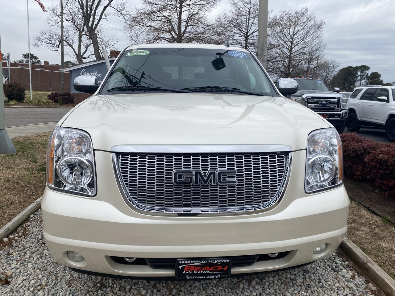 2011 GMC YUKON XL SLT 4X4, WARRANTY, LEATHER, NAV, HEATED/COOLED SEATS, BACKUP CAM, PARKING SENSORS,  3RD ROW! Norfolk VA
