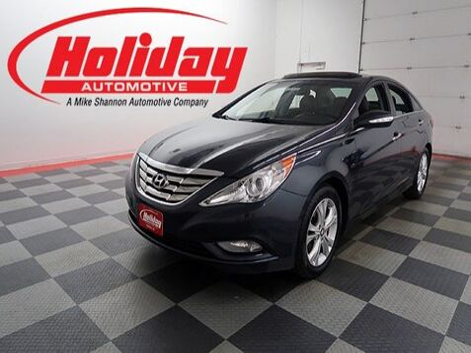 2011_Hyundai_Sonata_Ltd with 17