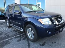 2011 Nissan Pathfinder Silver 4WD ** THREE ROW SEATING ** ONE OWNER **