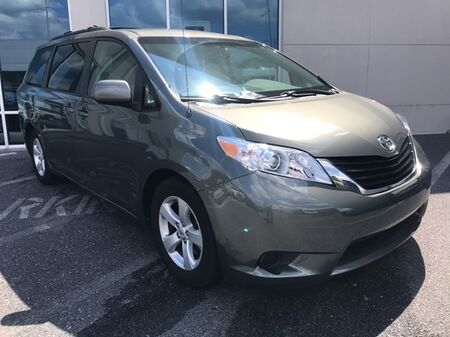 2011_Toyota_Sienna_LE ** GUARANTEED FINANCING ** ONE OWNER **_ Salisbury MD