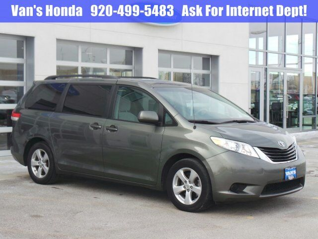 2011 Toyota Sienna LE Green Bay WI