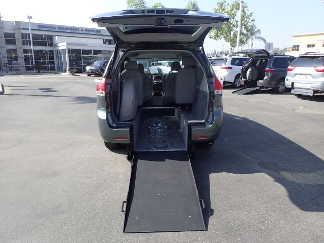 2011 Toyota Sienna LE Mobility Anaheim CA