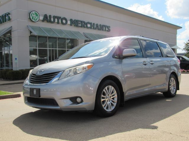 2011 Toyota Sienna XLE 8-Pass V6 LEATHER SEATS, NAVIGATION, SUNROOF, BACKUP CAM, BLUETOOTH, HTD FRONT STS Plano TX