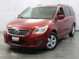 2011_Volkswagen_Routan_SE / 3.6L V6 Engine / FWD / 3rd Row Seats / Rear Entertainment / Leather Seats / Backup Camera_ Addison IL