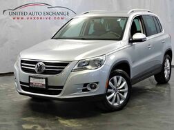 2011_Volkswagen_Tiguan_SE / 2.0L Turbocharged Engine / 4Motion AWD / Touch Screen / Heated Leather Seats / Power Door Locks and Windows_ Addison IL
