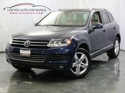 2011_Volkswagen_Touareg_Exec Diesel / AWD / Panoramic Sunroof / Front and Rear Parking Aid / Navigation / Bluetooth_ Addison IL