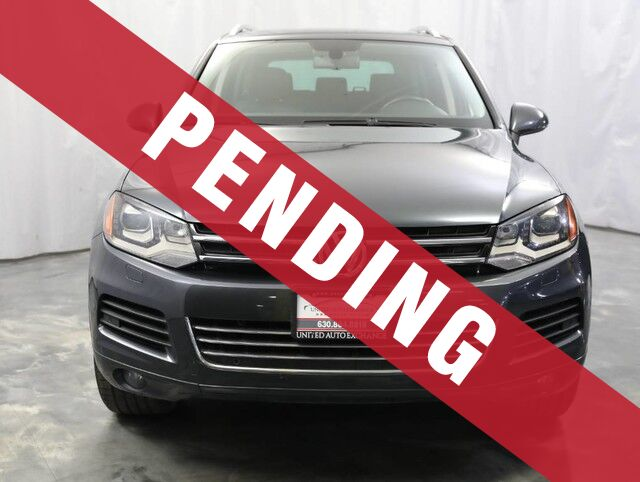 2011 Volkswagen Touareg Lux / 3.0L V6 DIESEL Engine / AWD / Panoramic Sunroof / Parking Addison IL