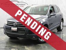 Volkswagen Touareg Lux / 3.0L V6 DIESEL Engine / AWD / Panoramic Sunroof / Parking Addison IL