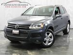 2011 Volkswagen Touareg Lux / 3.0L V6 DIESEL Engine / AWD / Panoramic Sunroof / Parking