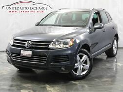 2011_Volkswagen_Touareg_Lux / 3.0L V6 DIESEL Engine / AWD / Panoramic Sunroof / Parking_ Addison IL